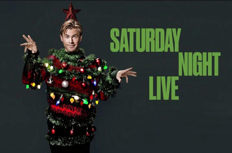 Watch as Chris Hemsworth heats up SNL this holiday season!