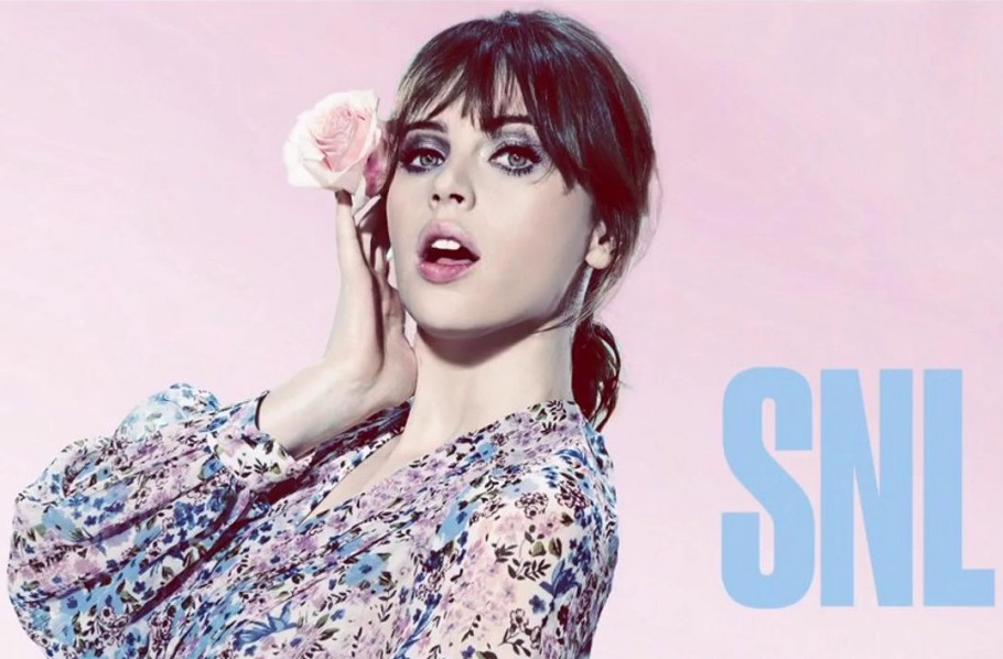 Felicity Jones brings Saturday Night Live hard into 2017!