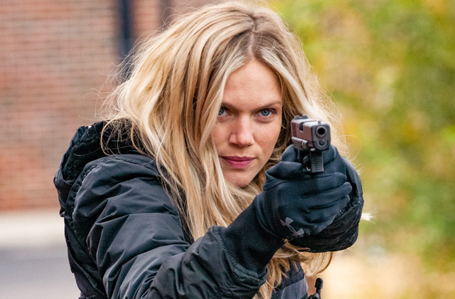 "ET Canada: 'Chicago P.D.""s Tracy Spiridakos Dishes On Playing Hailey Upton"