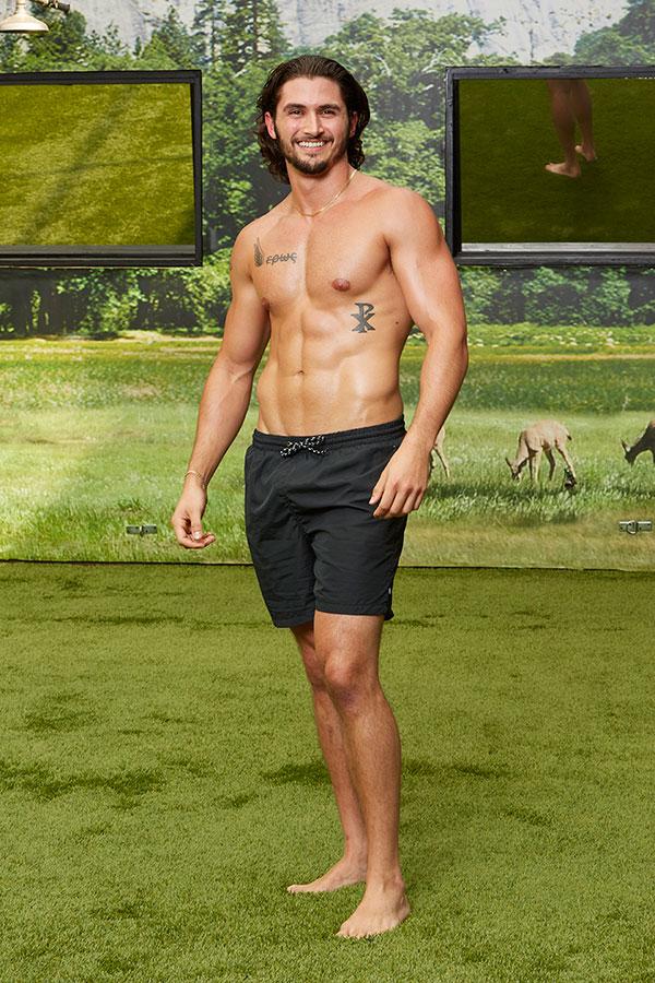 Big Brother 18 Backyard Swimsuit Pics-2908